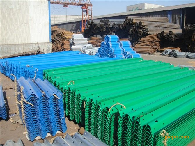 公路波形梁钢护栏板货场