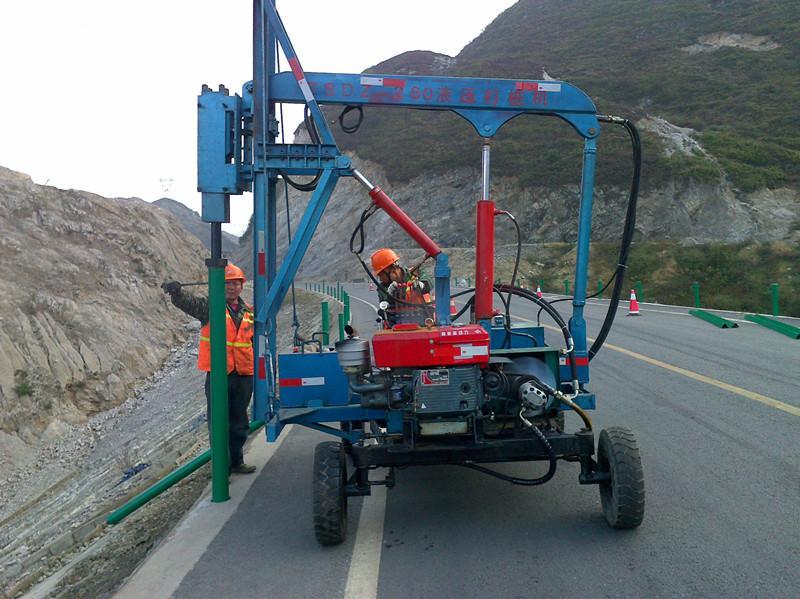 高公路波形防撞护栏施工现场方案