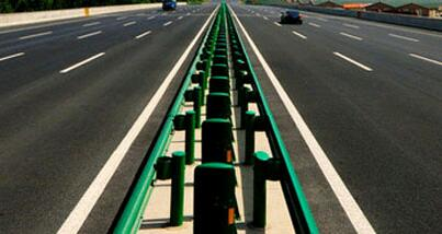 高速公路隔离护栏