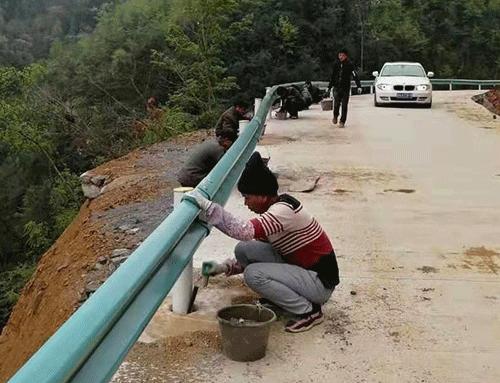 高速波形护栏板安装
